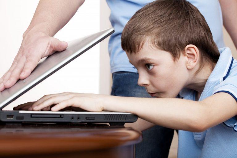 kid using laptop