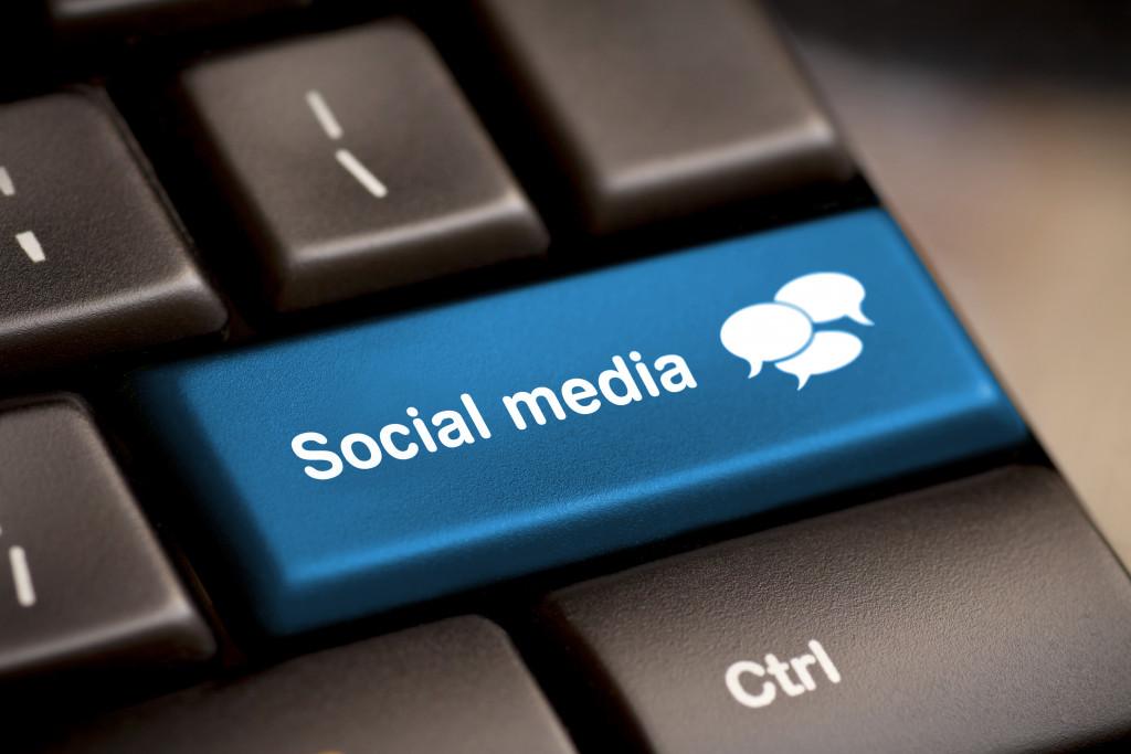 a keyboard key with social media written on it